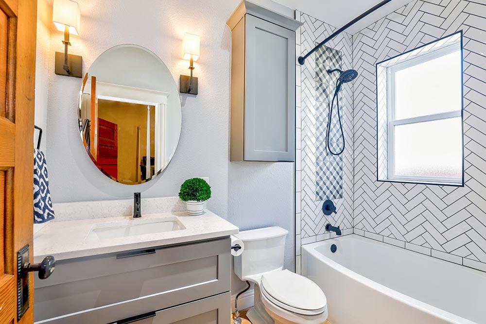 Care e cel mai bun odorizant WC? 10 trucuri pentru o baie împrospătată